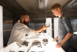 Oscar Isaac and Domhnall Gleeson in Ex Machina (2015)